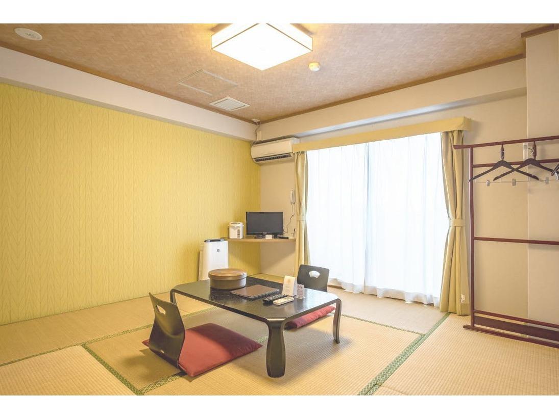 宮崎駅から徒歩圏内には珍しい和室のお部屋です。主に赤ちゃんファミリーに大人気です。お布団は最大で4枚まで敷けます。お風呂はユニットバスです。