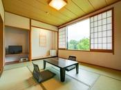 和室10畳のお部屋です。禁煙・喫煙ともにございます。