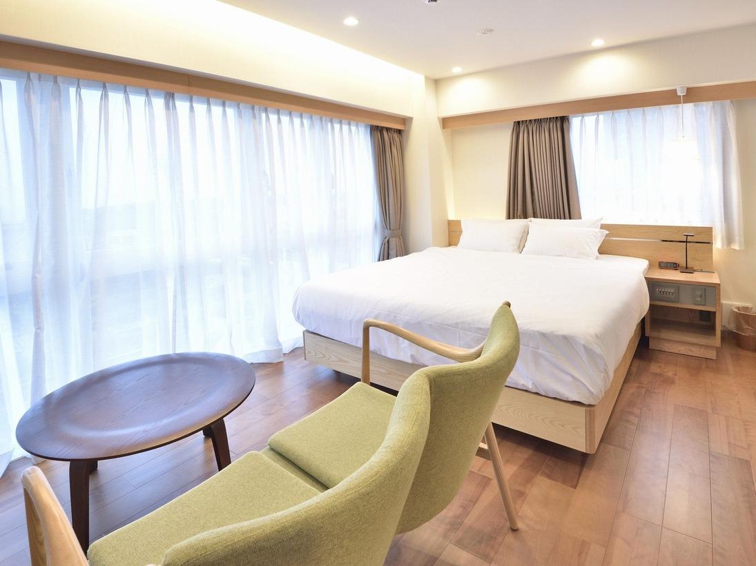 江の島と相模湾、晴れた日には富士山を眺めることの出来る3~4階にございます広さ29平米のグランドオーシャンダブルルーム各2室。開放的な空間で自慢の浴室とリラクゼーションをお楽しみください。