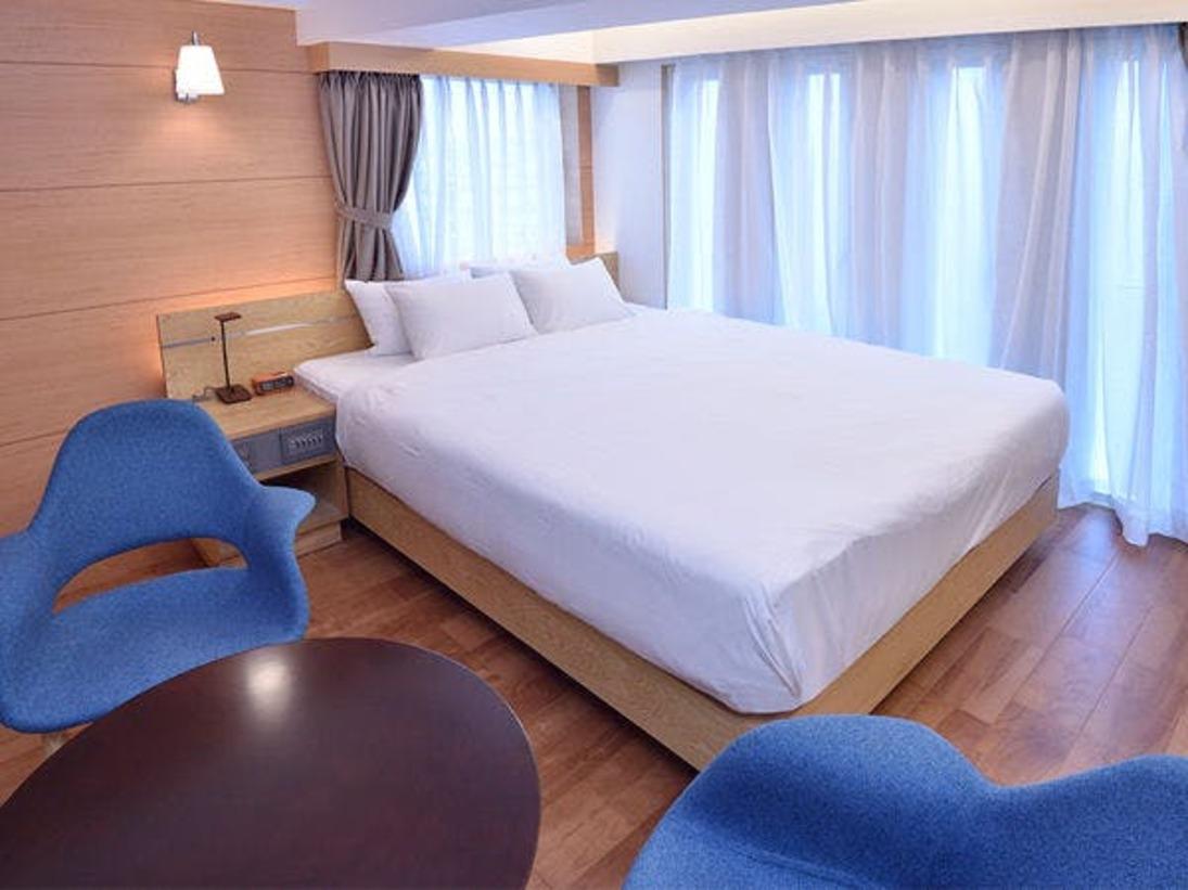 2階~4階に各1ルームあるスタンダードダブルルーム。海側ではございませんが疲れた体をバスルームで癒した後は、ルーム内に設置されているアースシアターの星空を見上げ感動しながら眠ることが出来ます。※海側ではございません。