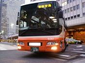 リムジンバス成田・羽田空港⇔ホテル間のリムジンバスが運行(有料・予約制)