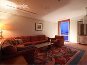 【タワースイート和洋室】■ 約151~168平米窓からの眺めが素晴らしい広々としたリビング。