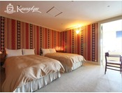 【カワキュウスイート】広々としたベッドルームは優雅で心地よい眠りを保証します。