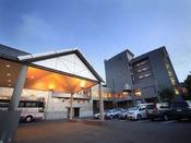 ■蔵王国際ホテル外観(夕暮れイメージ)