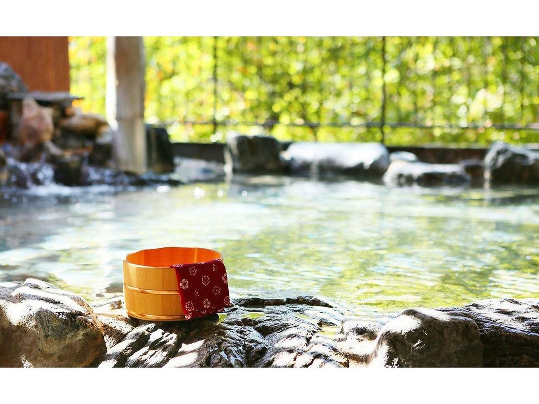 鬼怒川渓谷に面した温泉で寛ぎのひとときを。