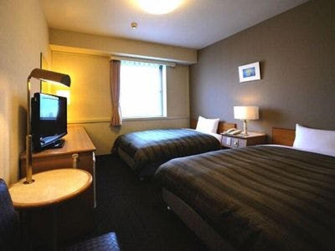 広々としたお部屋 16から17平米 ベットサイズは幅120cm 長さ 200cm