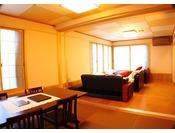 落ち着いた和風モダンのお部屋、落ち着いた大人の雰囲気をお楽しみ頂けます