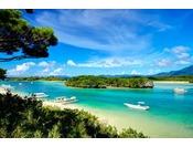 ミシュラン・グリーン・ガイド・ジャポンで3つ星を獲得した川平湾石垣島へお越しの際は、必ず訪れて頂きたい名所です