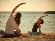 海から昇る朝日のエネルギーを感じながら、身体と心を目覚めさせます