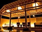 テラスデッキ/風に包まれる開放的な空間で、名湯白浜温泉の効能を感じながらクールダウンいただけます。