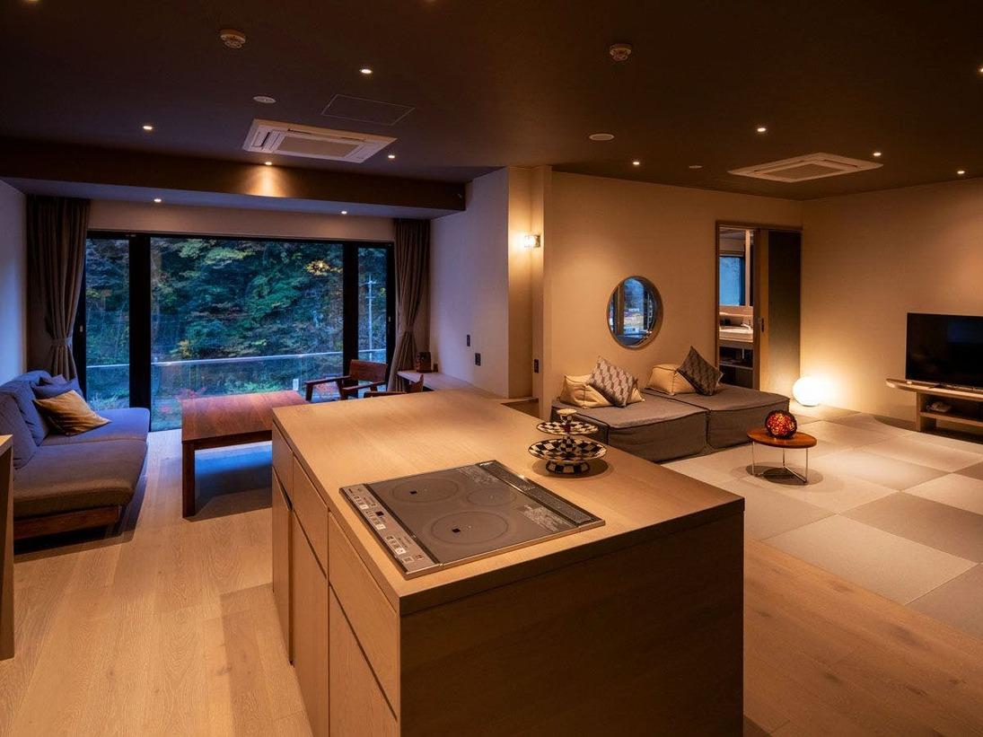 """【ダイニングスイート】お部屋で""""仕上がる""""料理を楽しむ、贅沢なひと時を楽しめます"""