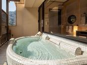【露天風呂付スイート】リバービューのお風呂は源泉かけ流し♪朝・昼・夜、お好きな時間に入りたいだけ満喫いただけます