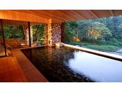 【川の湯「内湯」】※目の前に広がる豊沢川と森を眺めながら温泉をお楽しみください