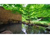 【川の湯「岩露天風呂」】※豊沢川と木々に囲まれて、森林浴をしながら温泉をご満喫頂けます