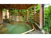 【森の湯 立湯露天風呂「満天の湯・月」】※男性入浴時間の水深 1m30cm、女性入浴時間の水深 1m