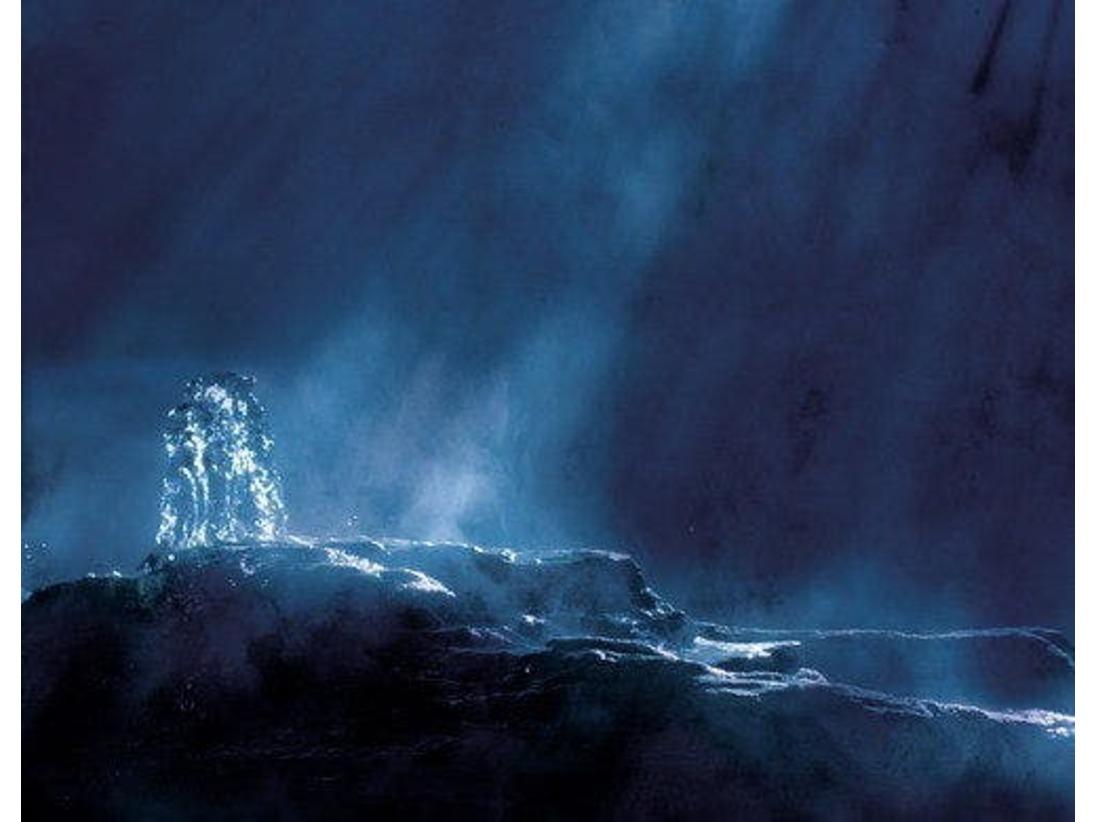 温泉噴出しの様子です。無色透明なとっても気持ちの良い温泉です。