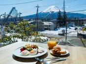 富士の絶景と一緒に朝食バイキング♪