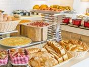 朝食バイキング 焼きたてパンコーナー