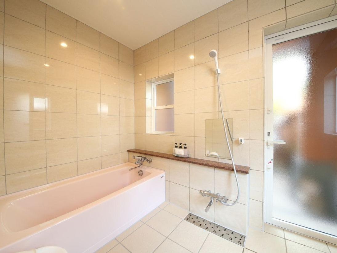 大人数でのご利用も安心な広さの内風呂