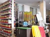 【レンタルスキー】営業時間08:00から17:00 12月下旬から3月下旬までの営業となります。