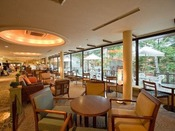 【ロビーラウンジ】営業時間09:00~17:00(16:30ラストオーダー)ホテルフロントロビー。温泉旅行の時間をゆっくりとお過ごしください。