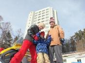 【冬の草津を楽しもう】スキーやスノボー、雪遊びなど、冬限定の遊びがいっぱい♪ホテル周辺12月下旬頃から、3月中旬まで積雪がございます。※天候によって変動があります。