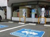 【電気自動車充電スタンド】チャージスルゾウ普通充電が2台を設置しております。事前のご予約はございません。詳細については、チャージスルゾウHPにてご確認ください。