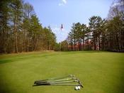 【アイアンゴルフ】営業時間08:30~17:00(16:00最終)1R・ご宿泊者1850円(土日シーズンは2570円)です。7ホールアップダウンのあるコースです。