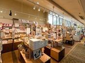 【売店】営業時間07:30~21:00 ホテルフロントロビーホテル売店では、各種お土産を取り揃えております。