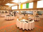 【朝食ビュッフェ】新鮮野菜や地元の特産品が並ぶ朝食はビュッフェ形式で(日によってお膳も有)