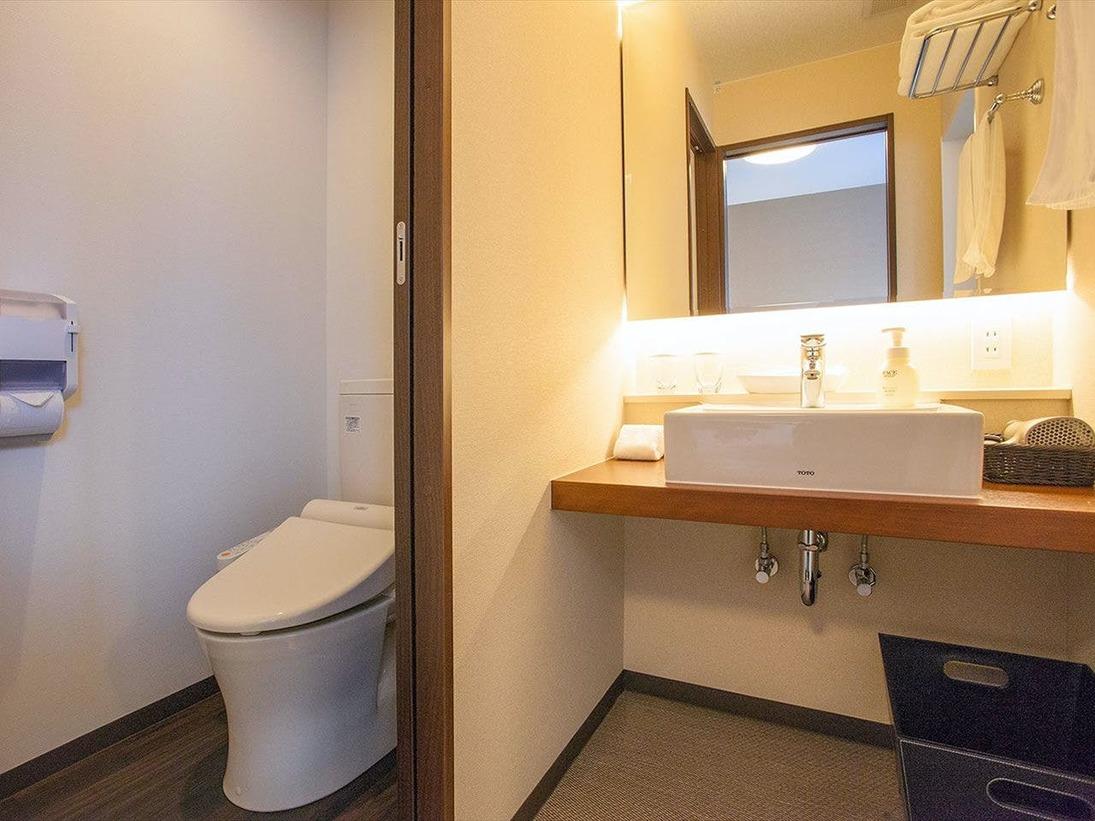 ツインルームとファミリールームはバス・トイレ・洗面が独立。家族旅行やお仲間同士の旅行で快適にお過ごしいただけます。