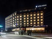 ホテル外観(夜間)