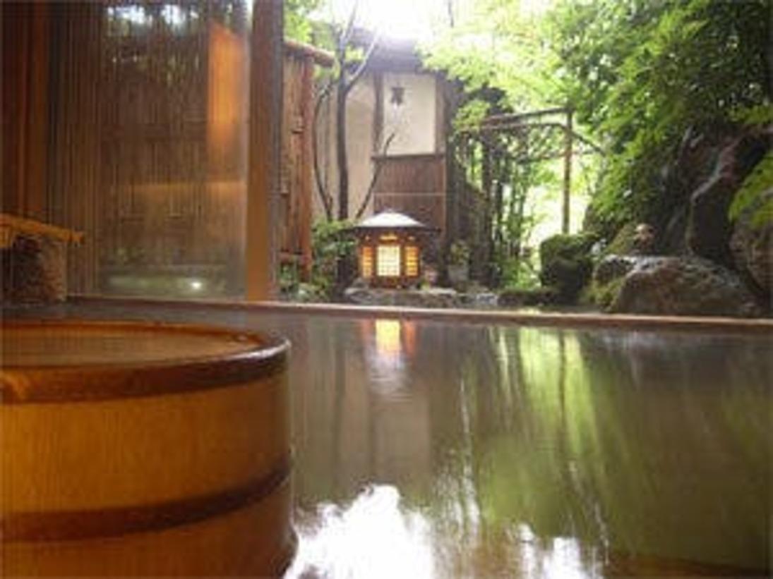 庭園を望める大浴場です