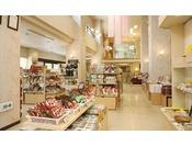【売店「花かんざし」】※ 岩手のお土産を多数のほか、各種ドリンクやスナックなどを取り揃えています