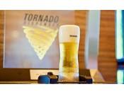 【カフェラウンジ】生ビールがジョッキの底から沸き上がる不思議な体験をお楽しみください(有料)