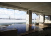 【大浴場 湯楽/2階】十勝川、十勝平野、日高山脈の景色を一望。大浴場2階には、檜風呂、ジャグジー、サウナなどがあります