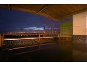 【大浴場 湯楽/2階展望露天風呂】十勝中央大橋を望む展望露天風呂の夕景