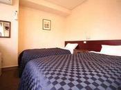 ツインルーム 97cm幅ベッドが2台、観光旅行に最適