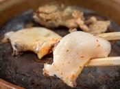 「これが一番うまいんだよ」料理長太鼓判!ここでしか味わえない特製ダレにつけた鮑の石焼き