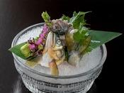 料理人の技術が光る、『鮎の背ごし』清流で育った鮎は臭みがなく、甘く濃厚なのが特徴です。