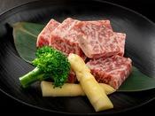 赤と白のコントラストの美しい和牛、千屋牛。和牛のルーツとも言える珍しいお肉をご賞味ください