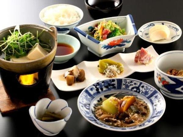 地元の伝統野菜を使った朝食膳です。