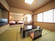 ◆【和洋室】ツインベッドのお部屋と畳のお部屋がございます。(8畳+ツインベッド)