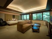 広々としたリビングルームにはマッサージチェア、ベッドルームにはセミダブルベッドを設えております。床は足裏に心地良い、和モダンな琉球畳を使用。贅沢な空間&ひとときをお楽しみくださいませ。