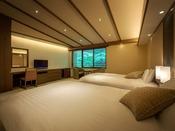 広々としたリビングルーム、ベッドルームにはセミダブルベッドを設えております。床は足裏に心地良い、和モダンな琉球畳を使用。贅沢な空間&ひとときをお楽しみくださいませ。