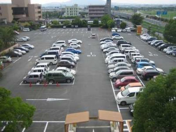 最大250台収容の大駐車場!