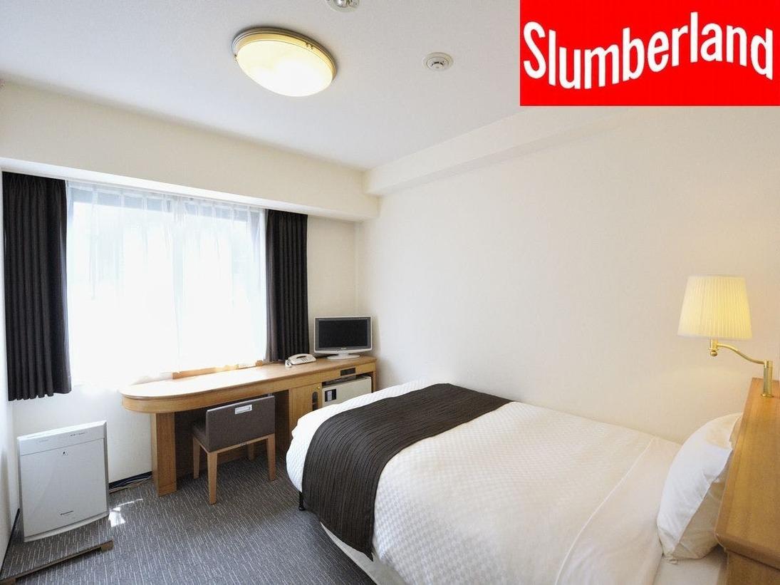 リーズナブル価格で機能性も兼ね備えたお部屋です。お部屋は明るく、デスクも広々使えます。