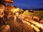お湯自慢の原鶴温泉。その中にある六峰舘のお湯は100%の掛け流し。しかも眺望もすばらしいとの評判をいただいております。