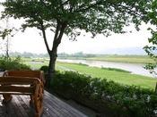 全客室より筑後川と耳納連山が見渡せます。ゆっくりとした時の流れをお楽しみください。