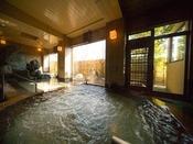 1Fにある大浴場の檜風呂。この大浴場には、他にハーブ風呂などもありますので、あわせてお楽しみください。